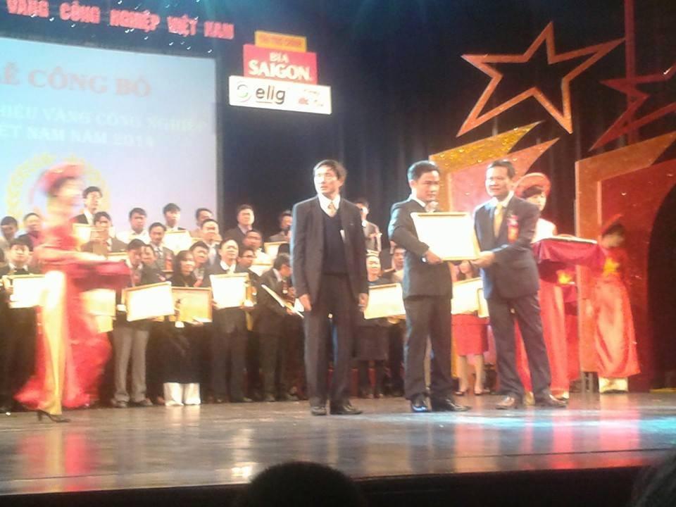 T&T vinh dự nhận cup Thương Hiệu Vàng Công Nghiệp VN 2014